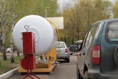 Tanka för bil Tanka bilen med gas Ballong Royaltyfri Foto