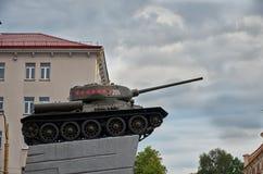 _ Tanka på en sockel i staden av Grodno i Vitryssland Maj 24, 2017 royaltyfria bilder