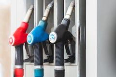 Tanka pumpar på Petrol posterar royaltyfria bilder