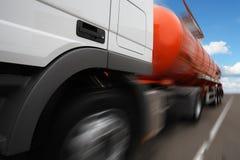 a tankar åker lastbil Fotografering för Bildbyråer