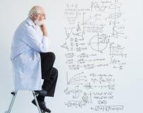 Tankar av forskaren arkivbild