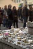 Tankar på en vägg om Paris bombimg Arkivfoto
