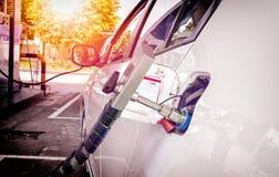 Tanken Sie herauf das Erdgas an der Station lizenzfreie stockfotografie