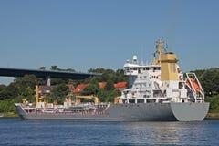 Tanker auf Kiel Canal lizenzfreies stockbild