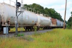 Tanker-Autos, die vorüber rollen Lizenzfreies Stockfoto