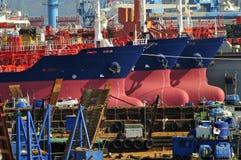 Tanker in der Werft Stockfotos