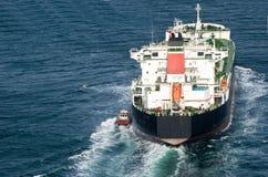 Tanker die Haven verlaat Royalty-vrije Stock Afbeeldingen