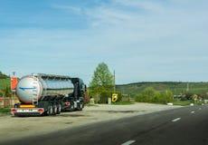 Tanker, die Milch transportieren Lizenzfreies Stockfoto