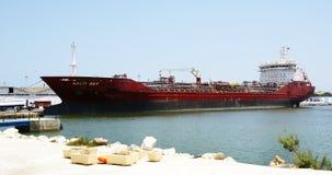 Tanker in haven van La Goulette, Tunesië royalty-vrije stock foto's