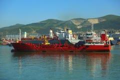 Tanker kommt zur Entleerung Stockfotos