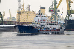 The tanker leaves the port. Royalty Free Stock Photos