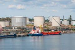 Tanker met olieopslag Stock Afbeelding
