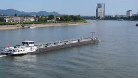 Tanker op de Belangrijkste Rivier in Frankfurt, Duitsland