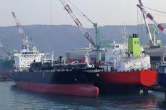 Tankers in scheepswerf stock foto
