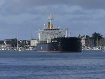 Tankerschip onder het manoeuvreren verrichtingen Stock Foto