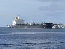 Tankerschip onder het manoeuvreren verrichtingen Stock Fotografie