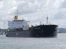 Tankerschip onder het manoeuvreren verrichtingen Royalty-vrije Stock Fotografie