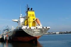 Tankership w operacjach przy terminalem naftowym Obraz Royalty Free