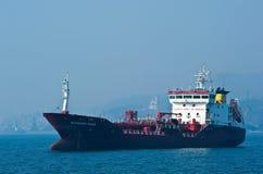 Tankfartyg Carolina Wind som ankras i vägarna Nakhodka fjärd Östligt (Japan) hav 19 04 2014 Royaltyfria Bilder