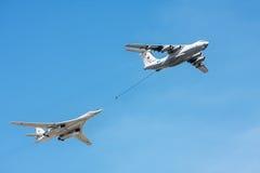 Tankfartyg Il-78 och strategisk bombplan- och missilplattform Tu-160 Arkivfoton