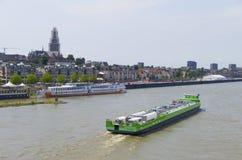 Tankfartyg på floden Fotografering för Bildbyråer