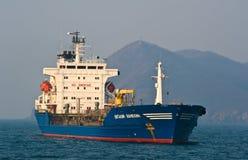 Tankfartyg Vitaliy Vanukhin som ankras i vägarna Nakhodka fjärd Östligt (Japan) hav 19 04 2014 Arkivbild