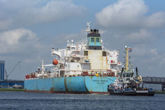 Tankfartyget Maersk Marmara manövrerar på Noordzeekanaalen Royaltyfri Fotografi