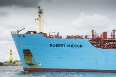 Tankfartyget Robert Maersk är på hans väg till den Vopak terminalen Royaltyfri Fotografi