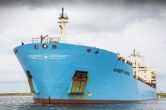 Tankfartyget Robert Maersk är på hans väg till den Vopak terminalen Arkivfoto