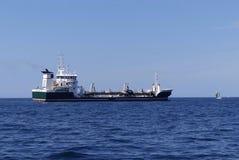 Tankfartygskepp på ankringen Royaltyfria Foton