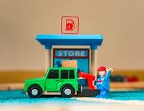 Tanking een auto Royalty-vrije Stock Foto's