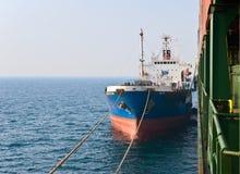 Tankowa Ostrov Russkiy najazdu bunkier na zbiornika statku Hyundai firmach Nakhodka Zatoka Wschodni (Japonia) morze 19 04 2014 Zdjęcie Stock