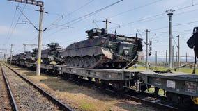 Tanks in de trein stock afbeelding