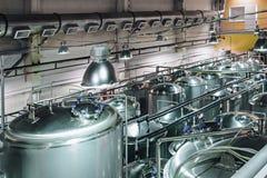 Tanks voor opslag en verwerking van voedselvloeistoffen Royalty-vrije Stock Afbeeldingen
