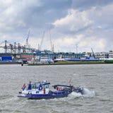 Tankschip Fiwado bij Haven van Rotterdam, Nederland Stock Foto's