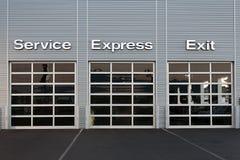 Tankstelle am Auto-Vertragshändler Lizenzfreie Stockfotos