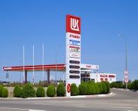 Tankstelle des Ölkonzerns Lukoil auf der Autobahn Stockfotos