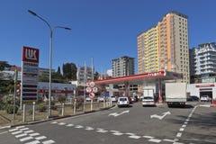 Tankstelle Lukoil auf Lenin-Straße in der Erholungsortregelung von Adler, Sochi Stockbild