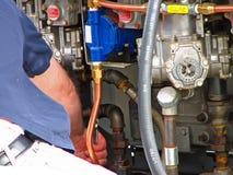 Tankstelle-Pumpenreparatur man-11510 Lizenzfreie Stockfotografie