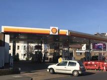 Tankstelle von Shell stockbilder