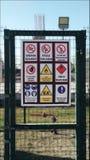 Tankstelle-Warnzeichen Stockfoto