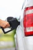 Tankstellepumpe - füllendes Benzin im Auto Lizenzfreies Stockbild