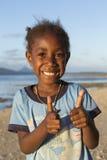Tanna, Республика Вануату, 17-ое июля 2014, счастливый индигенный gi Стоковое фото RF