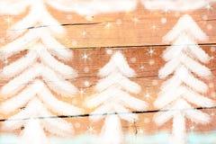 Tannenwald im Winter stockbild
