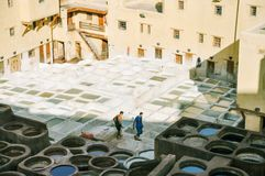 Tannerie de Chouara en Médina de Fez image stock