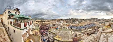 Tannery i Fes Marocko den breda panoramat Royaltyfri Foto