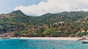 Tanot podpalana piękna plaża i tropikalni drzewka palmowe Zdjęcie Royalty Free