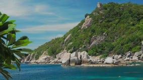 Tanote海湾在晴天 蓝色海湾和巨大的花岗岩岩石 酸值陶・泰国 股票视频
