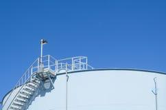 Tanque de armazenamento azul Fotografia de Stock