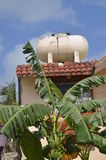 Tanque de armazenamento da água no telhado Imagens de Stock Royalty Free